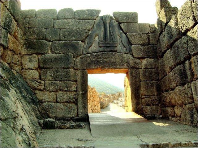 Où se trouve la Porte des Lionnes ?