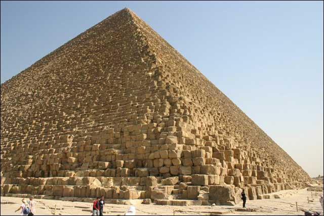 Dans quel pays se trouve la pyramide de Khéops ?