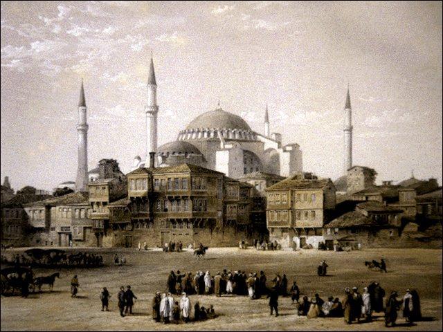 Où se trouve la célèbre église Sainte-Sophie devenue une mosquée ?