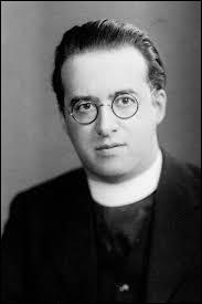 Quelle théorie le chanoine catholique Georges Lemaître a-t-il élaborée au début du XXe siècle ?