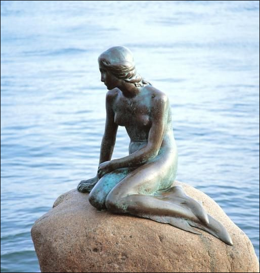 """Commençons doucement. Dans quelle capitale européenne pourrez-vous photographier la célèbre statue de la """"Petite Sirène"""" ?"""