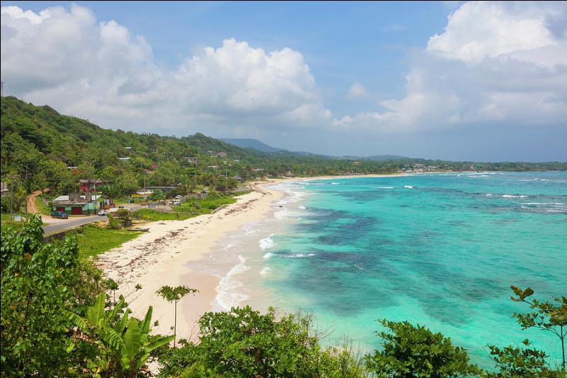 Parmi ces États insulaires, lequel ne fait pas partie des Petites Antilles ?