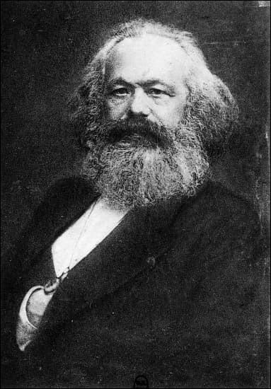 Ce philosophe allemand, théoricien du communisme et du matérialisme historique, se prénomme ...