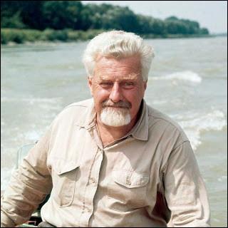 Ce biologiste et zoologiste autrichien, spécialiste des comportements des animaux sauvages et domestiques, prix Nobel en 1973, c'est ... Lorenz.