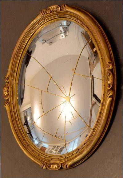 """Mi comme miroir : qui a écrit le roman policier """"Le Miroir se brisa"""" ?"""