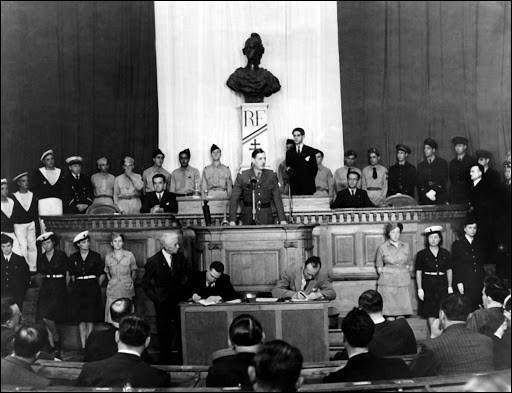 Le GPRF ou Gouvernement provisoire, s'installe alors dans la capitale. Où siégeait-il auparavant ?