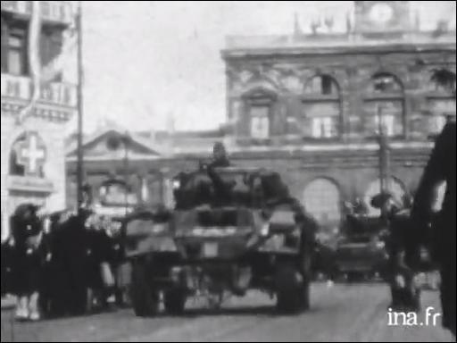 Cette grande ville avait été, le 31 mai 1940, l'une des premières occupées ; à la fin août, l'avance des Anglais provoque le retrait progressif des Allemands. La ville est libérée le 3 septembre, en grande partie par l'action de la Résistance. C'est ...