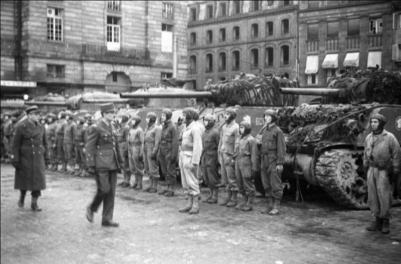 """La libération de cette ville - le 23 novembre - était l'objectif du général Leclerc depuis le """"serment de Koufra"""" le 2 mars 1941 : """"Nous sommes en marche, nous ne nous arrêterons que lorsque le drapeau français flottera sur la cathédrale de ... """""""