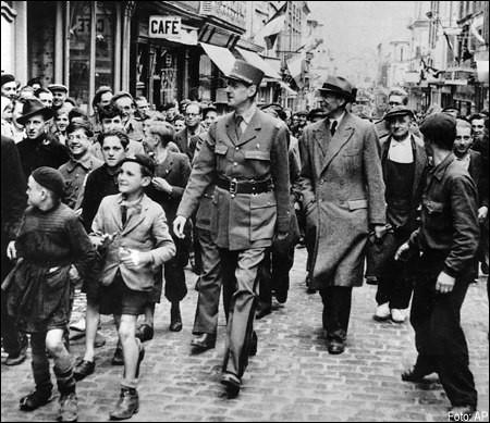 C'est la première ville libérée après le débarquement de Normandie. De Gaulle s'y rend aussitôt pour prononcer son premier discours sur le sol français. C'est ...