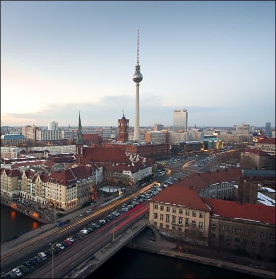 Grande ville allemande, capitale du pays :