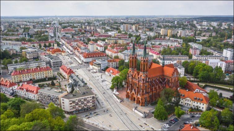 Ville polonaise de 300 000 habitants, la plus grande ville du nord-est de la Pologne :