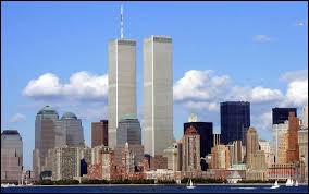 Quelle était la hauteur de la plus haute tour des Twin Towers ou World Trade Center (antenne comprise) ?