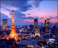 À Tokyo, il y a une tour appelée 'Tour de Tokyo' ou 'Tokyo Tower' qui est une réplique de la Tour Eiffel. Dans quel arrondissement se situe-t-elle ?