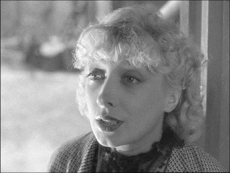 """Elle a débuté avant 1914 dans des revues et au théâtre, puis vient au cinéma ; elle joue dans """"Les Bas-fonds"""" de Renoir, dans """"Arsène Lupin détective"""", dans """"Le Patriote"""" de Maurice Tourneur : c'est ..."""