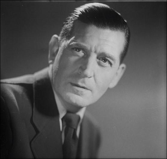 """En 1930, il tourne dans """"Sous les toits de Paris"""" de René Clair, où il chante la chanson titre. Il chante aussi de nombreux autres succès des années 1930 : """"Comme de bien entendu"""", """"La Valse à Dédé de Montmartre"""", """"Une java"""", """"Amusez-vous"""", """"Dans la vie faut pas s'en faire"""", joue dans """"L'Inconnue de Monte-Carlo"""", """"Métropolitain"""" : c'est ..."""