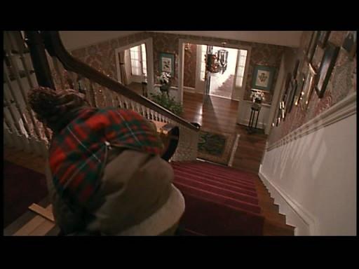 Que faisait Kevin en haut des escaliers pour s'amuser ?