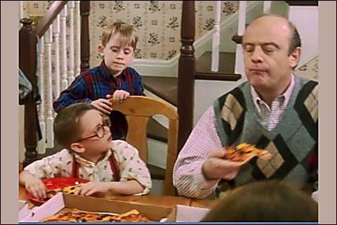 Combien de pizzas, le grand frère de Kevin a-t-il commandées, avant le voyage ?