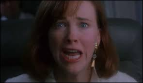 Alors que la famille de Kevin est dans l'avion, la maman de Kevin a un pressentiment d'avoir oublié quelque chose ! Mais qu'a oublié la maman de Kevin ?