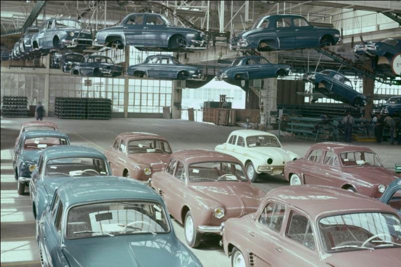 La Dauphine Renault, voiture la plus vendue en France de 1957 à 1961, a été produite à ...