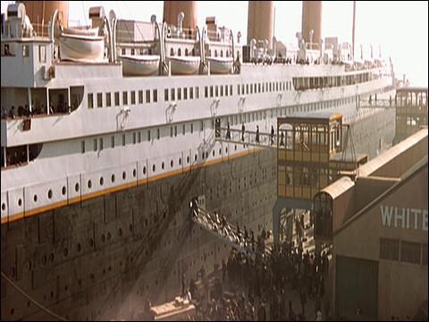 """""""Titanic"""" > Sans énumérer toutes les erreurs du film - elles se comptent par dizaines - celle-ci est de taille, lors de l'embarquement à Cherbourg !"""