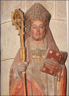Jusqu'à 1622, de quel l'archevêché Paris se trouva-t-il dépendre ?