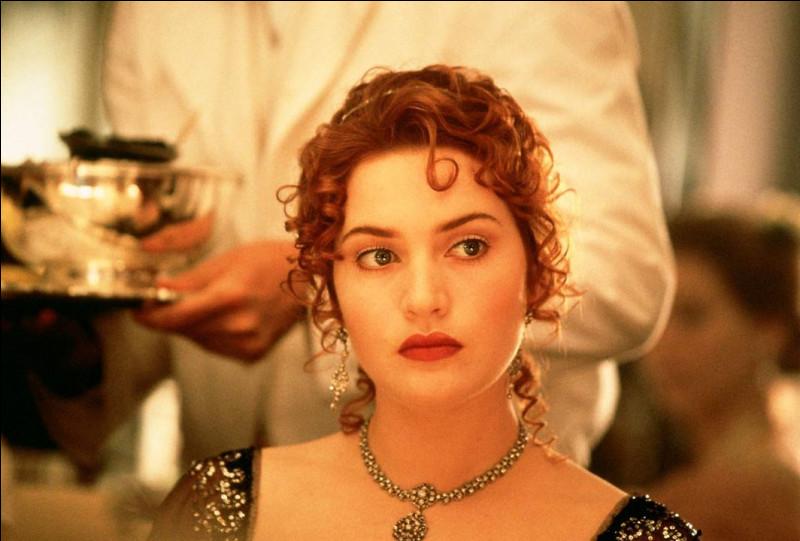 """Cette actrice britannique, qui a joué dans """"Dans Raison et Sentiments"""" et """"Les Noces rebelles"""", est devenue célèbre avec """"Titanic"""" : elle se prénomme ..."""