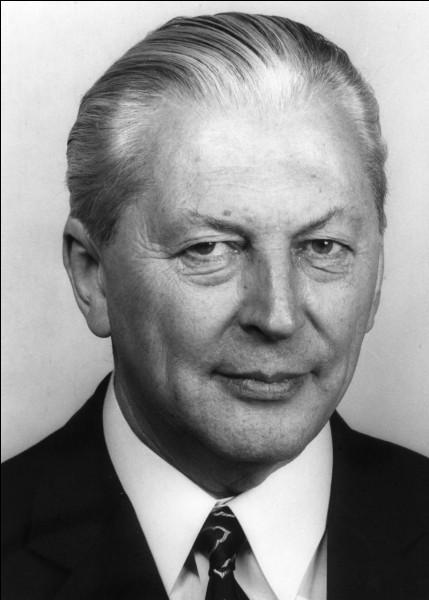 Cet homme politique allemand, membre actif du parti nazi à partir de 1933, puis, après la Seconde Guerre mondiale, de la CDU, chancelier fédéral d'Allemagne de l'Ouest de 1966 à 1969, c'est ... Keisinger