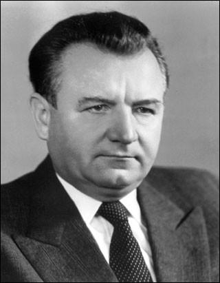 Cet homme politique tchécoslovaque, dirigeant communiste, principal organisateur du Coup de Prague de février 1948, président de la Tchécoslovaquie du 14 juin 1948 à sa mort le 14 mars 1953, c'est ... Gottwald.