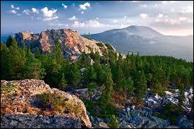 Où se trouve l'Oural qui est une chaîne de montagnes ?
