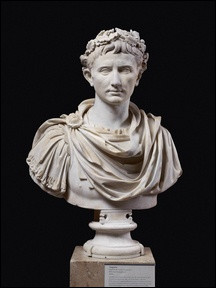 Quel fut le premier romain à recevoir le titre d'Auguste ?