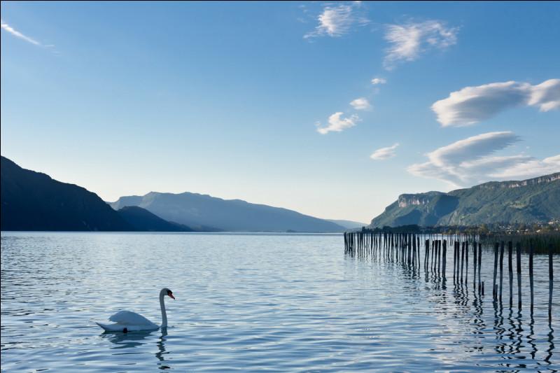 """Alors Chouchou : en parlant de lac, entre Maître Gims et Soprano, peut-être as-tu entendu parler de Lamartine ? Il a écrit """"Le Lac"""", mais de quel lac parlait-il ?"""