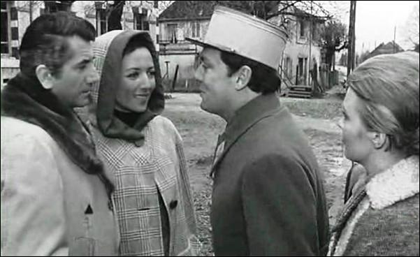 Un capitaine de l'armée française, le comte Pierre de Damville, prisonnier de guerre, blessé en 1940, libéré par les Allemands, revient chez lui. Son château est utilisé comme siège de la Kommandantur locale. Ce film de Claude Chabrol, c'est ...