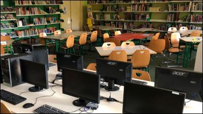 Comment s'appelle l'endroit où les élèves peuvent aller lire ou faire des recherches sur l'ordinateur ?