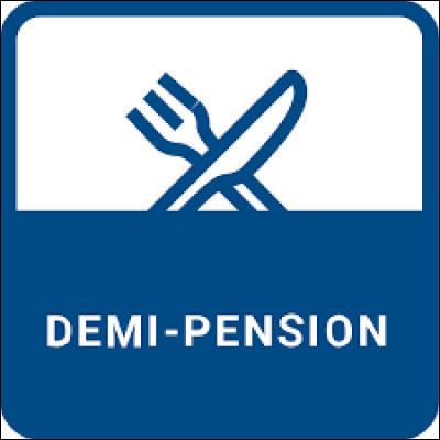 Un élève qui est demi-pensionnaire est un élève qui...