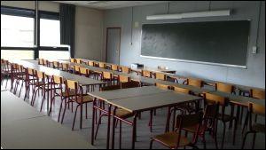 Pour les élèves qui n'ont rien entre deux cours (ex : 8 h à h anglais, 9 h à 10 h rien et de 10 h à 11 h maths), à quoi sert l'heure de permanence ?