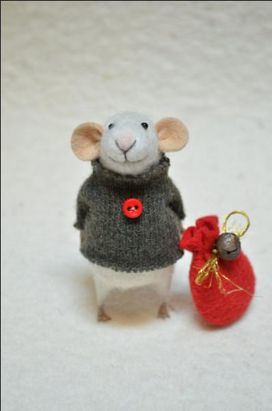 Dans le titre d'une fable d'Ésope, quel animal a peur d'une souris ?