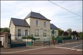 Nous sommes dans le Centre-Val-de-Loire, à Préfontaines. Commune de la région agricole du Gâtinais riche, elle se situe dans le département ...
