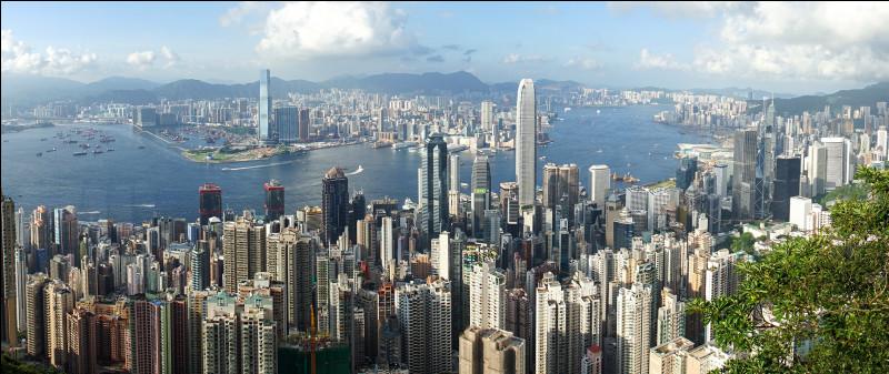 Parmi ces drapeaux lequel est celui de Hong Kong ?