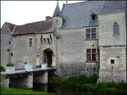 Vous avez sur cette image le château de Chémery (ancienne propriété d'Alain Souchon). Commune du Centre-Val-de-Loire, dans l'arrondissement de Romorantin-Lanthenay, elle se situe dans le département ...