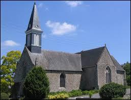 Voici l'église Saint-André de La Chèze. Commune Costarmoricaine, elle se situe en région ...