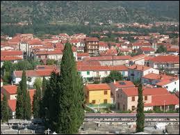 Je vous emmène à présent au pied du Canigou, à Prades. Sous-préfecture d'Occitanie, elle se situe dans le département ...