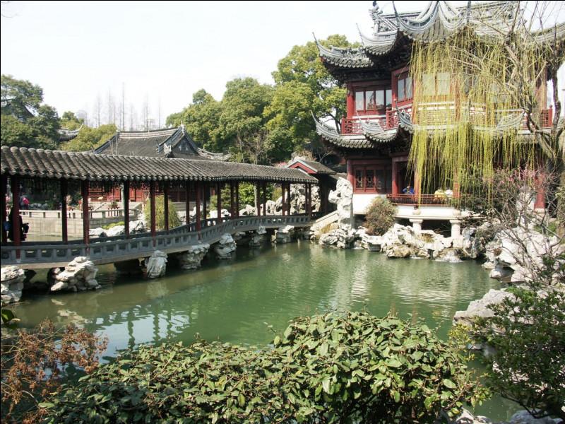 Quel fleuve passe juste à côté de Shenzhen ?