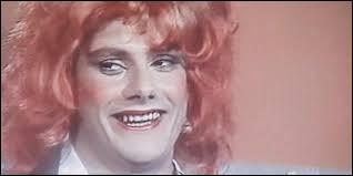 Dans cette parodie d'une célèbre émission télévisée, l'un des candidats pose la question suivante : Ingrid, est-ce que tu baises !