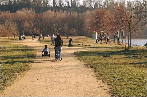Commune du département de l'Oise (60) peuplée de 13300 habitants.Ville située à 3 km à l'ouest de la commune de Creil - La distance routière de la capitale est de 51 km via la route nationale 16 - Les étangs de Thiverny.