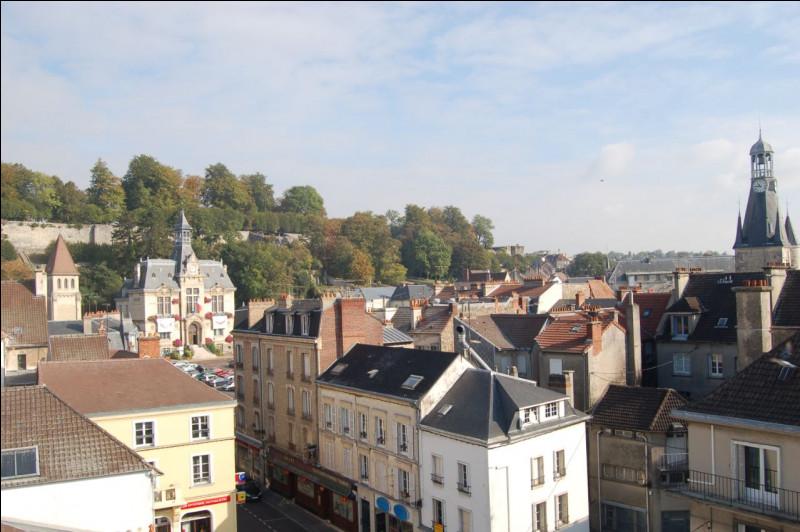 Commune du département de l'Aisne (02) peuplée de 15000 habitants.Ville située à 85 km de Paris - La Marne traverse la partie sud du territoire communal - Lieu de naissance de Jean de La Fontaine.