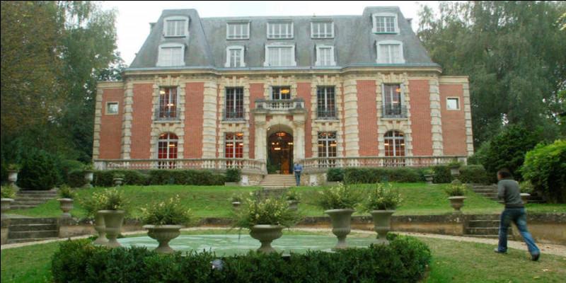 Commune du département de la Seine-et-Marne (77) peuplée de 22000 habitants.Ville située sur la rive gauche de la Seine - Le nom de la commune provient d'un oratoire dédié à la Vierge Marie - Le château des Vives Eaux, célèbre pour avoir accueilli les participants de l'émission de télévision française de télé-réalité Star Academy.