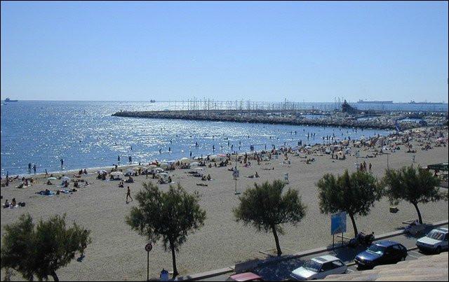 Commune du département des Bouches-du-Rhône (13) peuplée de 15500 habitants.La commune possède 6 km de plages de sable et 3 étangs - Durant l'Antiquité, la ville était un port important - la région PACA.