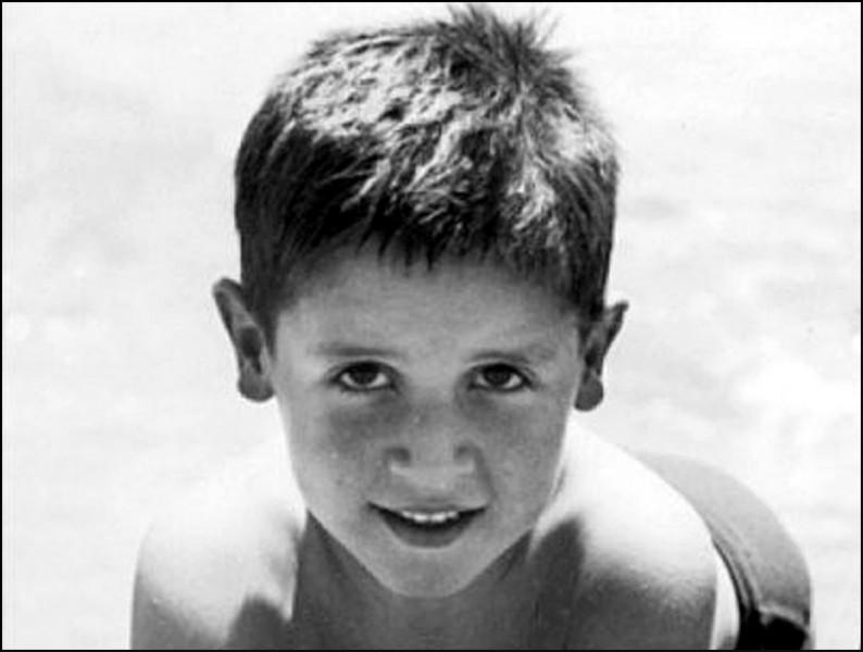 Dans cet enfant en vacances, qui reconnaissez-vous ?