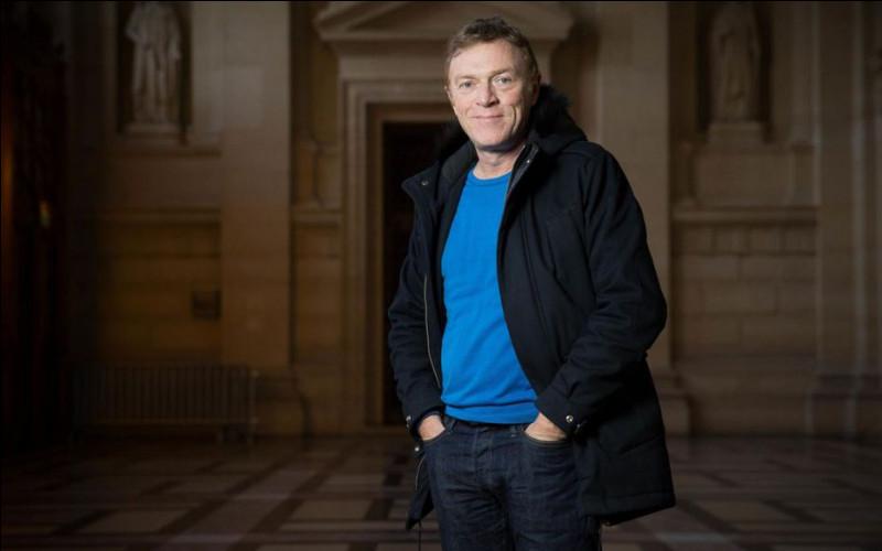 """Journaliste français de radio et de télévision, il est notamment connu pour avoir présenté l'émission """"Faites entrer l'accusé"""" de 2000 à 2011, c'est ... Hondelatte."""