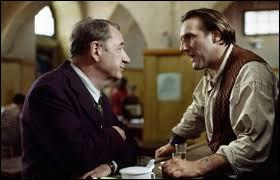 En 1945, la France est libérée de l'occupation allemande : dans une petite ville, une famille héberge plusieurs sinistrés dont les maisons ont été détruites. Les règlements de compte sont toujours là, avec un lot de lâches et des profiteurs. Ce film pessimiste de Claude Berri, sorti en 1990, c'est ...